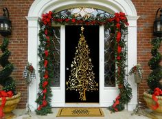 Golden Christmas Tree Door Decoration - Christmas Door Covers - Outdoor Christmas Decorations - This beautifully designed golden Christmas door cover will be the talk at all the parties. Front Door Christmas Decorations, Christmas Porch, Front Door Decor, Red Christmas, Christmas Wreaths, Christmas Crafts, Holiday Decor, Christmas Ideas, Christmas Door Decorating Contest