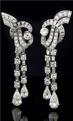 """French Art Deco """"Waterfall"""" Diamond and Platinum Earrings. The long pendant earrings feature 64 round-cut diamonds with an approximate total weight of carats and 36 baguette-cut diamonds with the approximate total weight of carats. Art Deco Schmuck, Bijoux Art Deco, Schmuck Design, Art Deco Jewelry, Fine Jewelry, Jewelry Design, Platinum Earrings, Women's Earrings, Pendant Earrings"""
