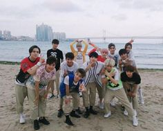 Busan fansign.  Woozi is tiptoe-ing! ahhh love him