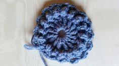 Free crochet pattern: SPREI - Freubelweb - Gratis haakpatroon: SPREI – Freubelweb Free pattern Circle of Friends Square – Laura Crochet - Crochet Squares, Crochet Granny, Crochet Blanket Patterns, Crochet Stitches, Free Crochet, Alpaca Poncho, Crochet Baby Toys, Manta Crochet, Textiles