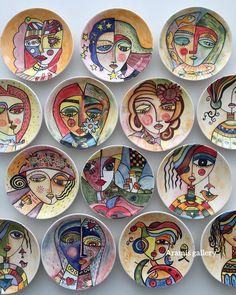 Painted Ceramic Plates, Hand Painted Ceramics, Ceramic Painting, Ceramic Art, Pottery Plates, Pottery Art, Wall Art Designs, Paint Designs, Pichwai Paintings