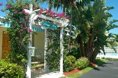 The Entrance to Pineapple Place {Pompano Beach Florida} Affordable beach vacation rentals.