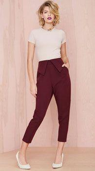 С чем носить зауженные женские брюки