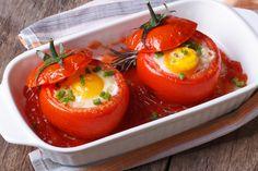 Préparation: 1. Préchauffez votre four à 180°. 2. Lavez les tomates, coupez le chapeau et évidez-les. Gardez la chair et émincez-la. 3. Mélangez la chair de tomate, le thon, 1 CàS de crème fraiche …