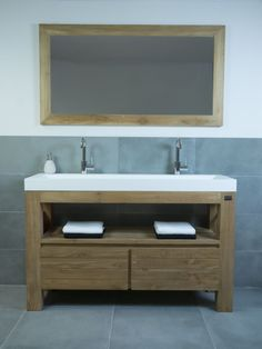 Houten badkamermeubel met mat witte wastafel Log Homes, Bathroom Inspiration, Double Vanity, Home Improvement, Sweet Home, Interior Design, Master Bath, Google, Portugal