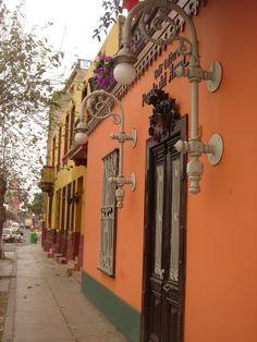 Barranco, Lima. PE.-.BELLA CALLE EN EL DISTRITO DE BARRANCO, LIMA.