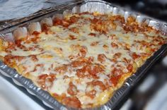 This yummy Friendship Casserole Recipe is a great family dinner meal! Ingredients: 2 – lbs ground beef 1 – 48 oz jar spaghetti sauce 2 – tablespoons sugar 1 oz) – pkg medium egg noodles – cup margarine or Cooking For A Crowd, Freezer Cooking, Mama Cooking, Basic Cooking, Cooking Stuff, Fun Cooking, Cooking Ideas, Casserole Dishes, Casserole Recipes