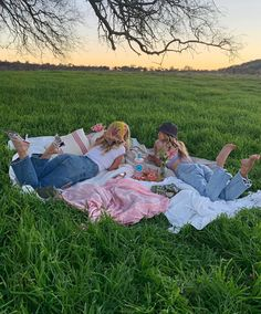 """Andie Marie on Instagram: """"#ad Love, in a little self-spoil!! Celebrating Galentines Day in style with a PINK @malfygin_us rosa cocktail. All the way from Italy, I…"""" Picnic Pictures, Cute Pictures, Best Friend Pictures, Friend Photos, Cute Friends, Best Friends, Picnic Date, Summer Dream, Hello Summer"""