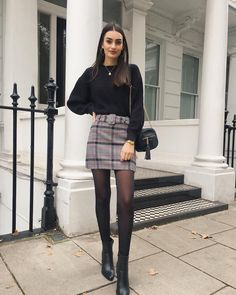 The post Looks para conbeber con tus BFF en Thanksgiving appeared first on Love Mode. 6th Form Outfits, Mode Outfits, Skirt Outfits, Outfits With Tights, Dress And Tights Outfit, Skirt With Tights, Tights Outfit Winter, Autumn Skirt Outfit, Black Stockings Outfit