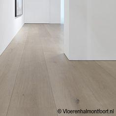 Types Of Hardwood Floors, Refinishing Hardwood Floors, Flooring For Stairs, Wooden Flooring, Scandi Living Room, Wood Floor Colors, Farmhouse Renovation, Condo Remodel, Home Decor Styles