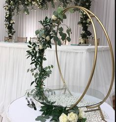 Cake Stand Wedding DecorWedding Arch Metal Round Stand/ Panneau de verre/ Panneau métallique - hashtags - Chic Hochzeit You are in the right place about unique wedding ceremony Here we off Wedding Cake Display, Wedding Cake Stands, Wedding Ceremony Decorations, Wedding Centerpieces, Wedding Table, Diy Wedding, Wedding Bouquets, Rustic Wedding, Wedding Cakes