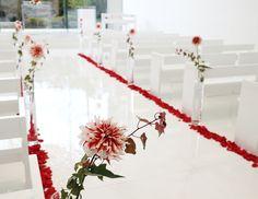 #koriyamamonolith#novarese#vressetrose#wedding #white#chapel #Flowew #Bridal#結婚準備 #郡山モノリス#ノバレーゼ#ブレスエットロゼ #ウェディング #チャペル#ナチュラル # ブライダル#教会#バージンロード#挙式#ホワイト#グリーン#レッド#ダリア#ブレスエットロゼ郡山#花びら