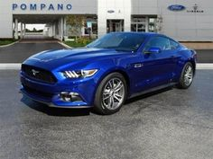 I love this blue color... I want to hug this Ford Mustang...