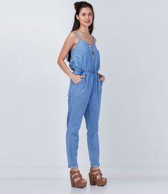 Macacão feminino  Modelo alça transpassada nas costas   Longo  Marca: Blue Steel  Tecido: jeans   Composição: 67% viscose e 33% algodão  Modelo veste tamanho: P     COLEÇÃO VERÃO 2016     Veja outras opções de    macacões femininos.