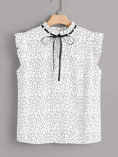 Shein Plus Keyhole Knot Front Polka Dot Top & Shorts Set Casual Dresses, Casual Outfits, Fashion Dresses, Girls Dresses, Look Fashion, Fashion News, Womens Fashion, Blouse Styles, Blouse Designs