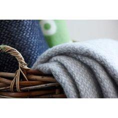 Ullpledd Polka, grå/hvit i gruppen Tekstil / Puter & Pledd hos RUM21 AB (106094)