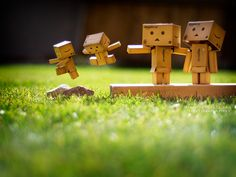 Singapore based photographer Anton Tang seems to have a terrific passion for the Danbo (cardboard box toy robot). Danbo, Miss Piggy, Robot Picture, Cardboard Robot, Box Robot, Amazon Box, Japanese Robot, Cute Box, Thinking Outside The Box