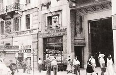 Old Athens Photos Stadiou Street. Back to Old Athens Photos Greece Pictures, Old Pictures, Old Photos, Magnified Images, Grafton Street, Old Photographs, Thessaloniki, Athens Greece, Book Of Life
