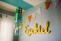 Bright name art adds a pop of color to neutral walls. #nursery #neutral #bunting