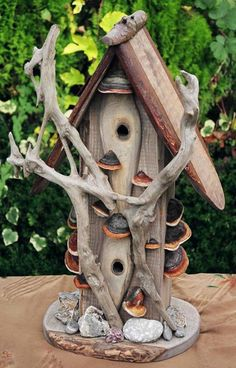 Driftwood bird house****FOLLOW OUR UNIQUE GARDENING BOARDS AT www.pinterest.com/earthwormtec *****FOLLOW us on www.facebook.com/earthwormtec & www.google.com/+Earthwormtechnologies for great organic gardening tips #birdhouse