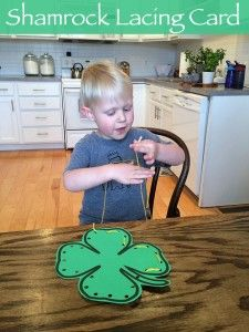 Kids will love doing these shamrock lacing cards for St. Patrick's Day! Free printable. | A #2usestuesday Feature!