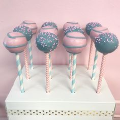 ideas cake pops gender reveal sweets for 2019 Gender Reveal Food, Baby Shower Sweets, Decorator Frosting, Christmas Cake Pops, Beautiful Baby Shower, Gold Baby Showers, Sweets Cake, Cake Decorating Tutorials, Girl Cakes