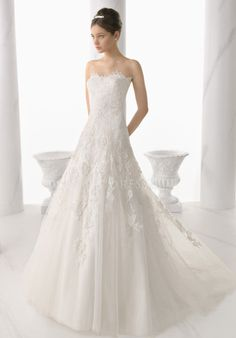 Exquisite Floor Length A line Strapless Lace Wedding Gowns With Appliques