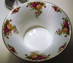 Old Country Roses ROYAL ALBERT Console CENTERPIECE Fruit BOWL $40 -- SOLD