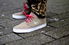 NIke Stefan Janoski #sneakers with Camo trousers.