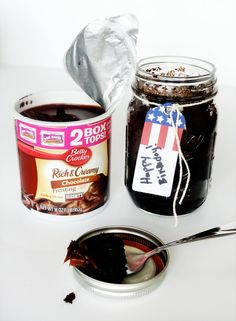 Cake in a Sealed Jar- Perfect for military care packages and send icing separate. Kim this is awesome for care packages for special days Military Deployment, Military Car, Military Life, Military Spouse, Deployment Care Packages, Cake In A Jar, Puppy Chow, Meals In A Jar, Jar Lids