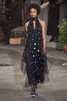 Black Fashion Tommy Hilfiger Fall 2019 Ready-to-Wear Fashion Show Collection: See the complete Tommy Hilfiger Fall 2019 Ready-to-Wear collection. Look 55 70s Fashion, Fashion Week, Runway Fashion, Tommy Hilfiger, Vogue Paris, Fashion Tips For Women, Womens Fashion, Fashion Ideas, Fashion Design