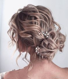 Wavy Floral Updo - 45 Pretty Ideas for Casual and Formal Bun Hairstyles - The Trending Hairstyle Long Thin Hair, Long Layered Hair, Sleek Hairstyles, Bride Hairstyles, Evening Hairstyles, Graduation Hairstyles, Natural Hair Styles, Long Hair Styles, Shoulder Length Hair