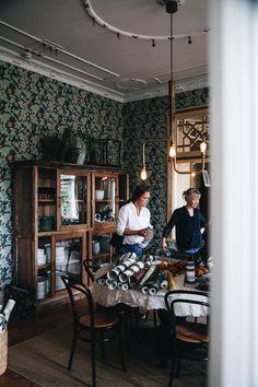 Villa strömsfors och lanseringen av L´hôtel - Lovely Life Home Interior Design, Interior And Exterior, Dining Cabinet, Swedish Decor, Old Cottage, Scandinavian Home, Home Fashion, Dining Furniture, Interior Inspiration