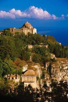 Erice (Trapani, Sicilia, Italia) - The medieval town of Erice (Sicily, Italy) Places Around The World, Oh The Places You'll Go, Places To Travel, Places To Visit, Around The Worlds, Palermo, Italy Vacation, Italy Travel, Sicily Italy
