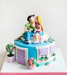 Un tort aniversar care spune povestea unei familii, un cuplu de indragostiti, ce sarbatoresc venirea pe lume si in casuta lor a unui nou membru.  Ne este foarte drag acest model si putem spune ca este printre preferatele noastre. Cake Designs, Birthday Cake, Model, Desserts, Ideas, Food, Cake Templates, Tailgate Desserts, Birthday Cakes