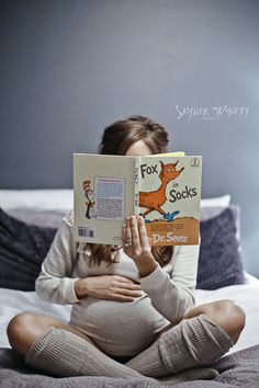 Maternity, Dr Seuss, Fox in socks, indoor maternity, skylar wyatt photography, www.skylarwyattphotography.com, socks, snuggly, cozy, reading, nursery books, baby bump, casual