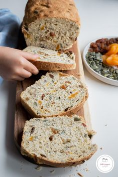 Sandwich bread with dried fruits and seeds Sab n Pepper Quiche, Organic Cooking, Sandwiches, Cooking Chef, Healthy Fruits, Food And Drink, Yummy Food, Stuffed Peppers, Baking