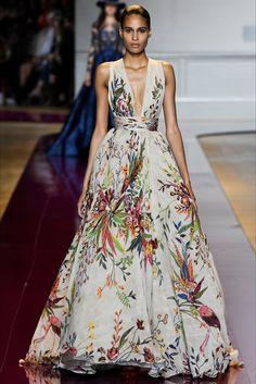 Floral Gown by Zuhair Murad Parigi - Haute Couture Fall Winter 2016-17 - Shows - Vogue.it