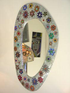 Blumenspiegel aus Spiegelcrakleglas und Glasschmucksteinen  102 x 62 cm