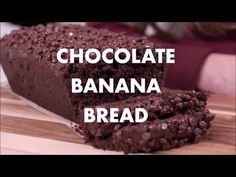 This delicious fudgy chocolate banana bread recipe can be vegan, gluten free, and oil free. and it tastes like eating cake for breakfast! Banana Bread Ingredients, Banana Bread Recipes, Healthy Vegan Desserts, Healthy Dessert Recipes, Healthy Snacks, Vegan Recipes, Chocolate Banana Bread, Healthy Chocolate, Super Healthy Banana Bread