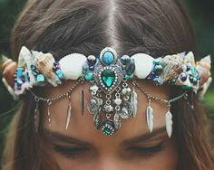 mermaid crown, shell flower crown Headpiece Beautiful you Seashell Crown, Shell Crowns, Mermaid Crafts, Mermaid Crowns Diy, Mermaid Headpiece, Mermaid Jewelry, Mode Costume, Diy Crown, Boho Stil