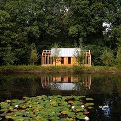 L'immagine può contenere: casa, albero, pianta, spazio all'aperto, natura e acqua