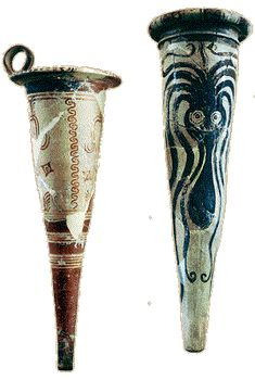 A example of the decay of ceramic decoration during Mycenaean Age. Here is a popular Minoan image now squashed thoughlessly onto an inappropriate shape grece