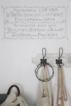 Maleskabelon / håndtegnet stencil - Parfumerie-tekst