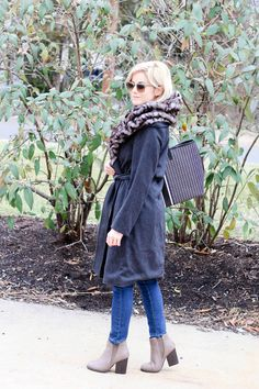 Boots, coat and a tote on todays post: http://www.theknottedchain.com/boots-coat-and-a-tote/