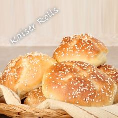 Kaiser rolls are the most fun you can have making rolls. In this post we will give you our recipe and show you how to make kaiser rolls. Kaiser Roll Recipe, Sandwich Roll Recipe, Soup And Sandwich, Rolls Recipe, Bread Jam, Bread Rolls, Rolled Sandwiches, Swiss Recipes, Pizza