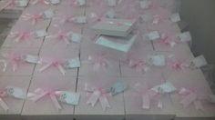 Caixas de mdf forradas com  tecido e preenchidas com toalhinhas de mão  bordadas.