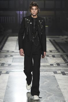 Alexander McQueen Fall 2016 Menswear collection