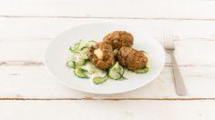 Frikadellen mit Fetafüllung und Minz-Gurkensalat