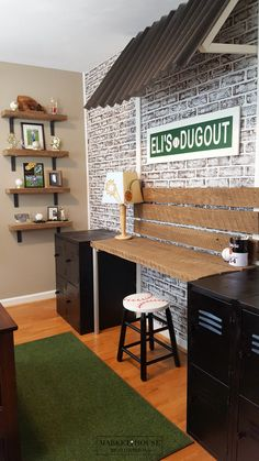 Step-by-Step guide with all the details on this Boy's Dream Baseball Room Makeover! Boys Baseball Bedroom, Boy Sports Bedroom, Kids Bedroom, Vintage Baseball Room, Baseball Room Decor, Vintage Room, Kids Rooms, Boys Room Sports, Teen Boy Bedrooms